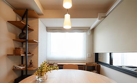 壁面にガラス窓を設置したリフォームでさらに住みやすくセンス良い